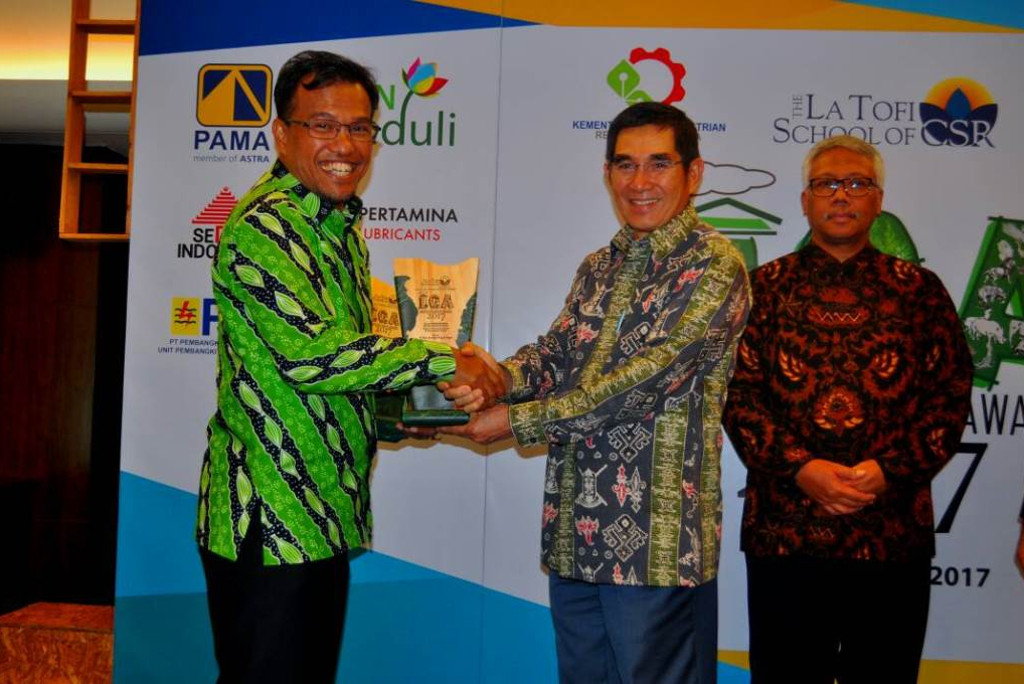 APRIL receives two awards at Indonesia Green Awards 2017 for Riau Ecosystem Restoration (RER) and Fire Free Village Programme (FFVP)