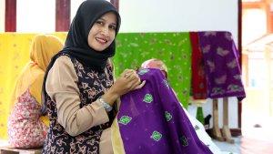 Program Batik Grup April Membantu Kemand...