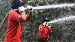 Tim Siaga Kebakaran APRIL Berlatih untuk...
