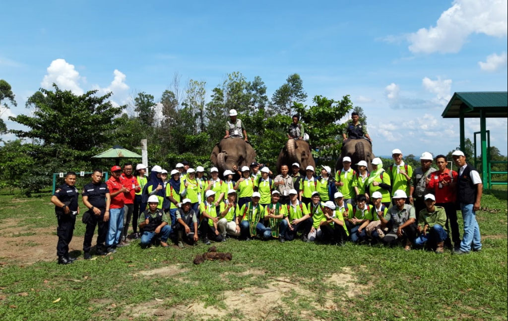 Students from Jakarta and Pekanbaru visited  the Elephant Flying Squad (EFS) at Ukui Estate, Riau on a field trip with The Fascinating World of Forestry (TFWoF) Program.