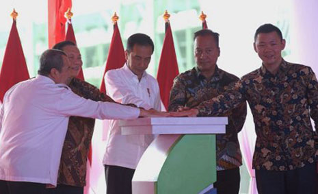 In February 2020, the President of the  Republic of Indonesia, Joko Widodo, visited APRIL's Riau Complex and inaugurated the new Asia Pacific Rayon plant, the largest integrated viscose rayon production facility in Indonesia.